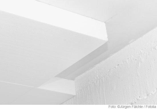 Kalziumsilikatplatten an der Decke im Keller